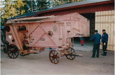Masinisti ja puimakone – entiset työkoneet nykyajassa